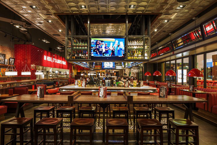 TGI_Fridays_Interior_01