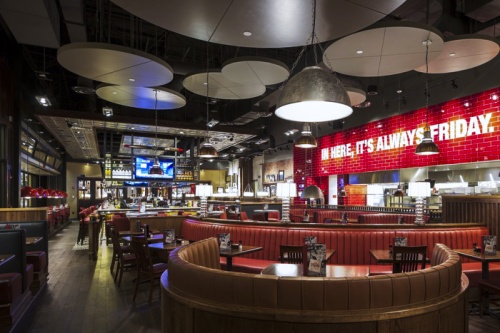 TGI_Fridays_Interior_02