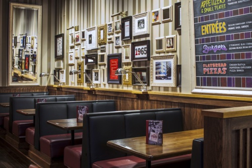 TGI_Fridays_Interior_04