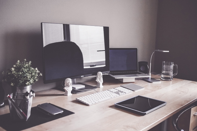 organized_desk_creative_workspace