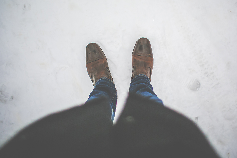 men-leather-shoes-in-snow